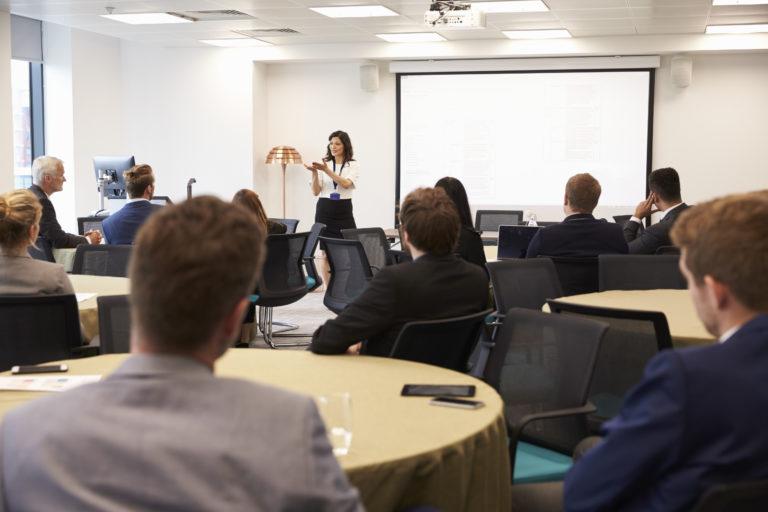 Ihre persönliche Einladung zum UnternehmerInnen-Abend im KMU Center!