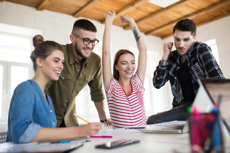 Digitale Werbung Teamwork Freude