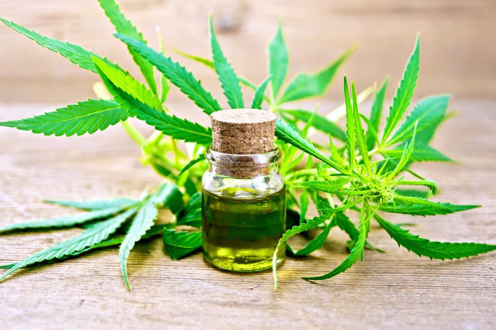 Fläschchen mit Cannabisöl